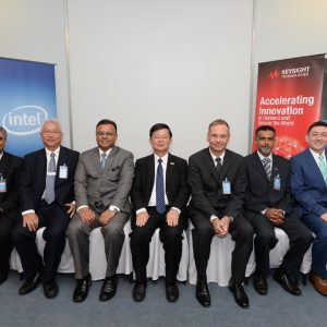 Left to right: Rahul Teotia (Vice President of Supply Chain Management and Procurement Asia Pacific), Chan Keng Cheong (Vice-President, Global Procurement and Materials, Keysight Technologies), YBhg Datuk Isham Ishak (Secretary-General of MITI), YAB Tuan Chow Kon Yeow (Chief Minister of Penang), John Andersen (Deputy Managing Director and Director of Global Supply, Motorola Solutions), Mr Kader Ibrahim Abdul Wahab, COO, Silterra Malaysia , • Mr Robin Martin (Corporate Vice President, Intel Corporation and Managing Director, Intel Malaysia)